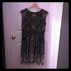 Gabby skye nice dress. Size 12. Prints with navy.